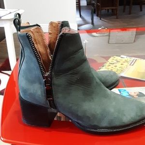 GORGEOUS JEFFREY CAMPBELL BOOTIES GRAY 8